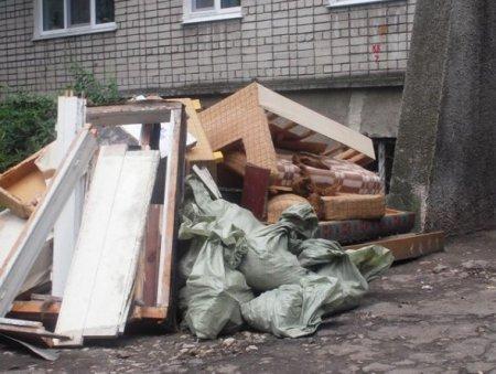 Хозяева не всегда могут справиться с выносом строительного мусора.