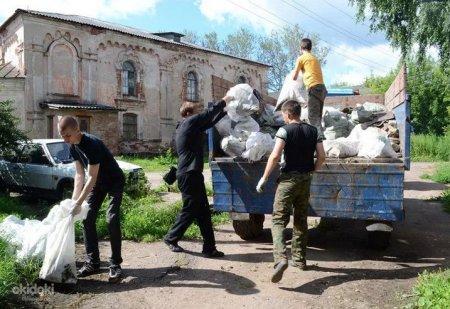 Процессы уборки мусора при строительстве.