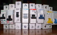 Автоматический выключатель необходим для защиты при перегрузках и коротких замыканиях